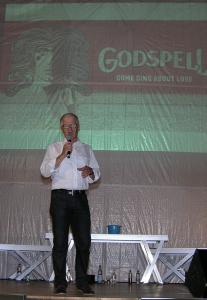 """Helmut Rosbach begrüßte die Zuschauer zur Aufführung des Musicals """"Godspell"""""""